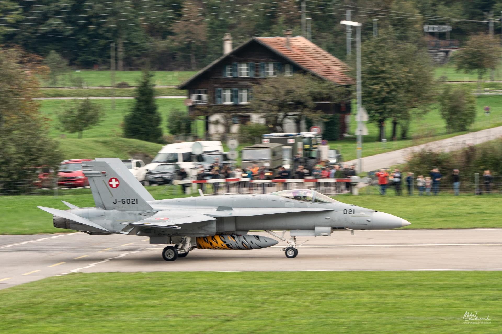 F/A-18 Hornet po wylądowaniu - próby panoramowania
