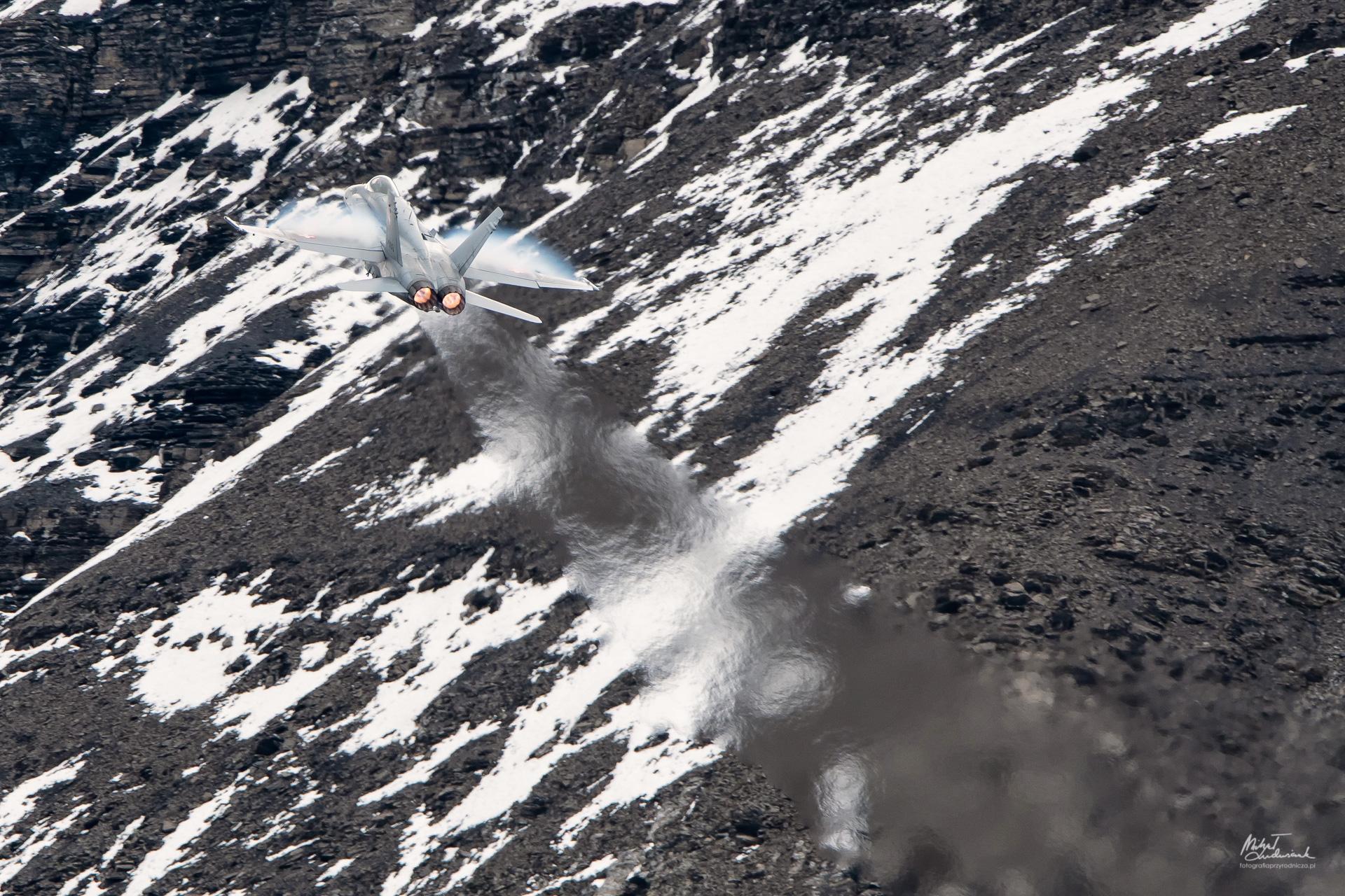 F/A-18 Hornet na dopale