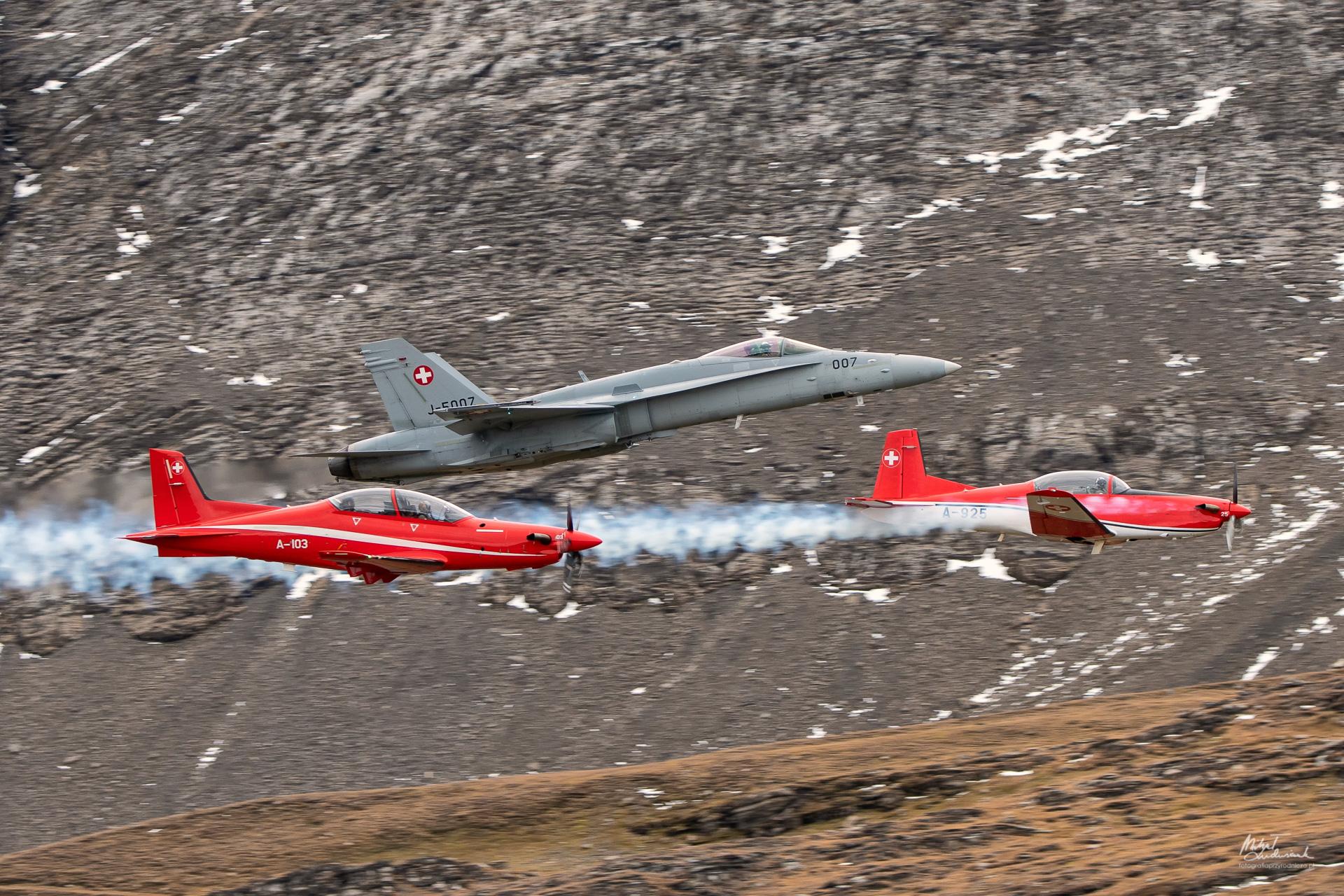 F/A-18 Hornet, Pilatus PC-7 i PC-21